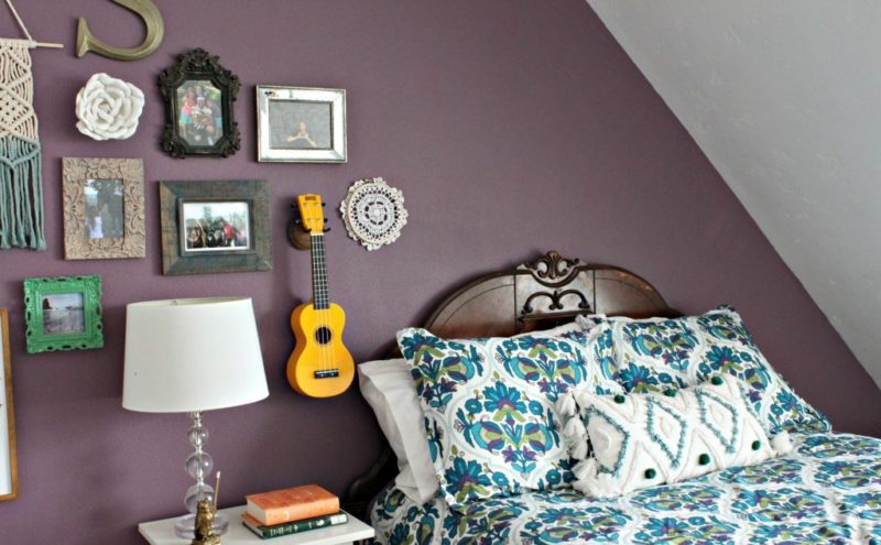eclectic-gallery-wall-bedroom